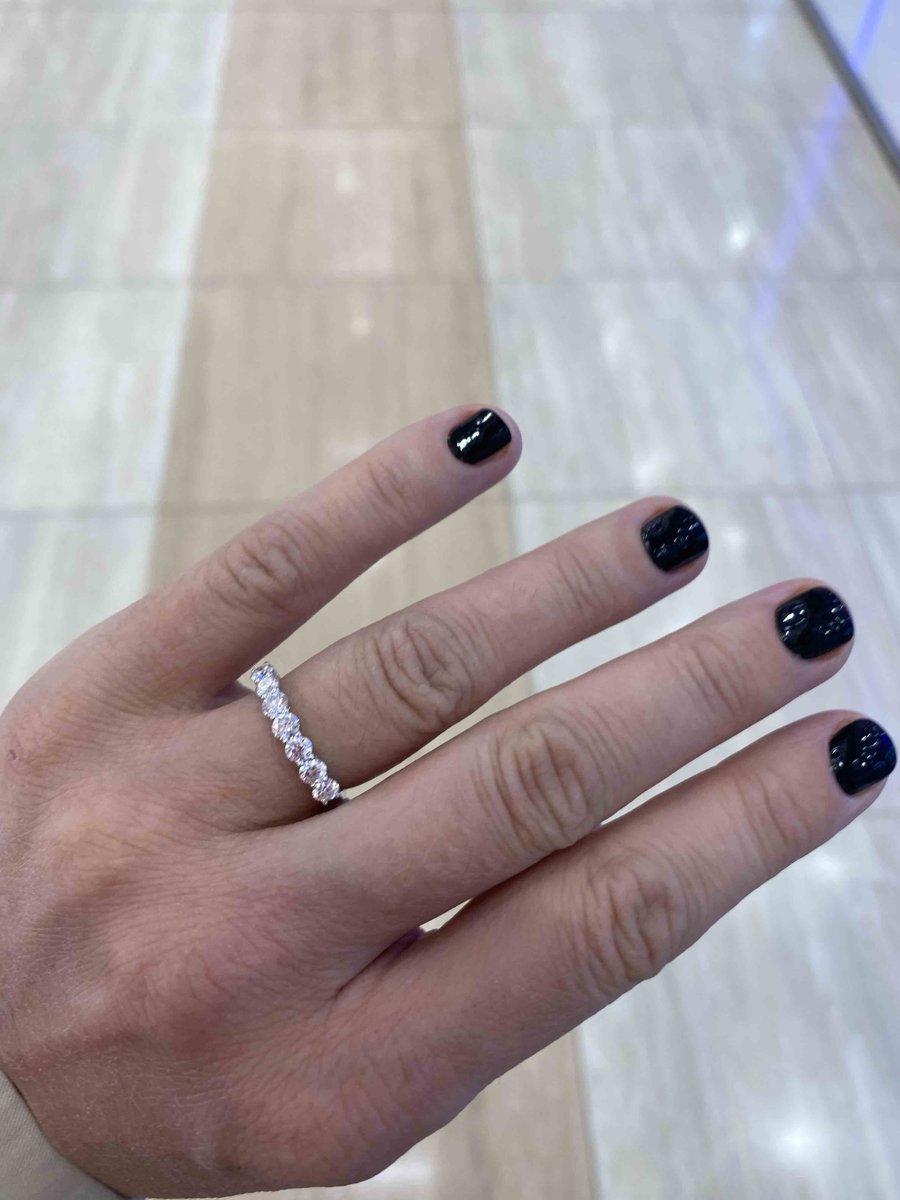 Лучшие подруги девушек это бриллианты 😁