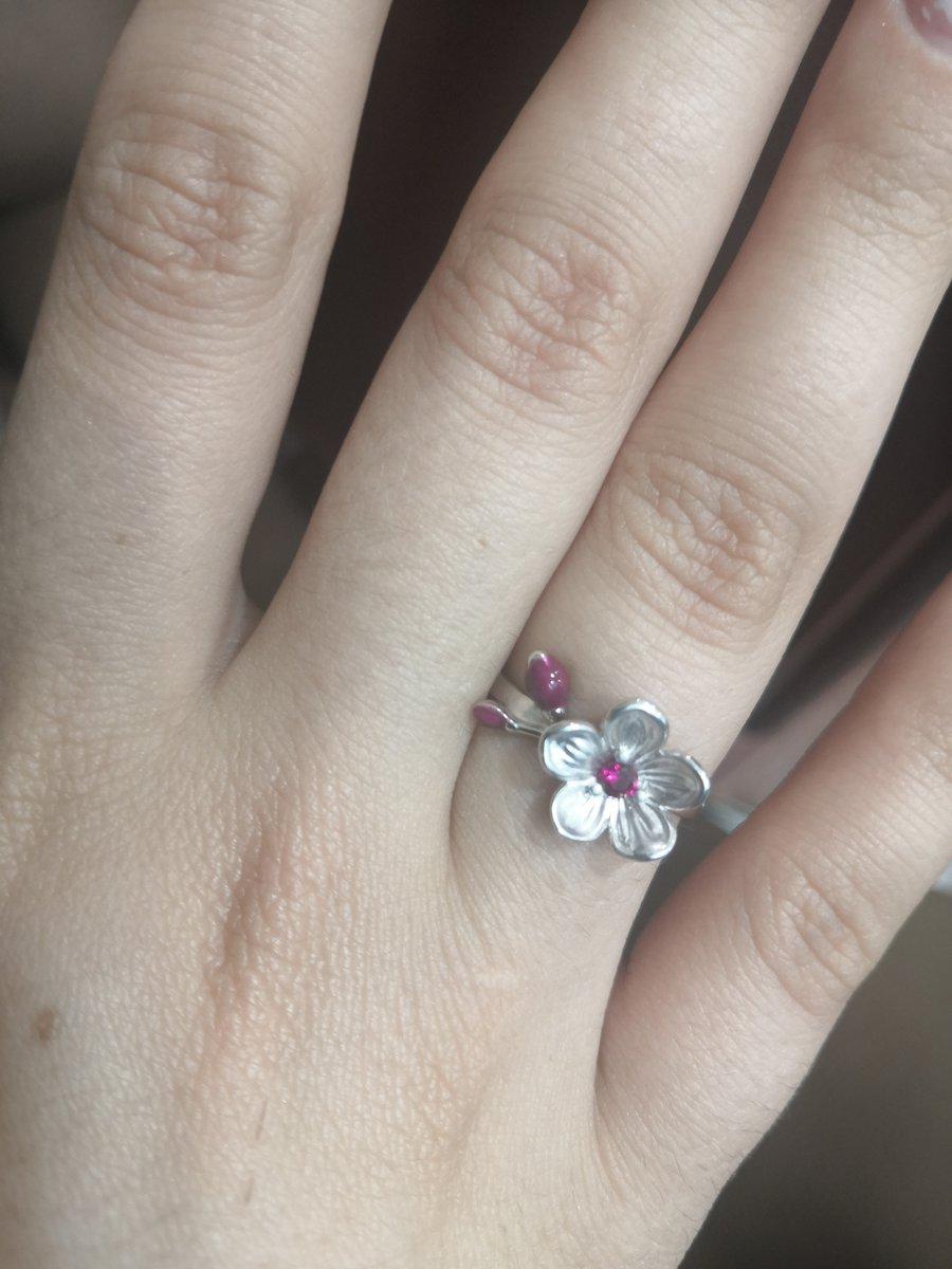 Кольцо красивое и очень нежное