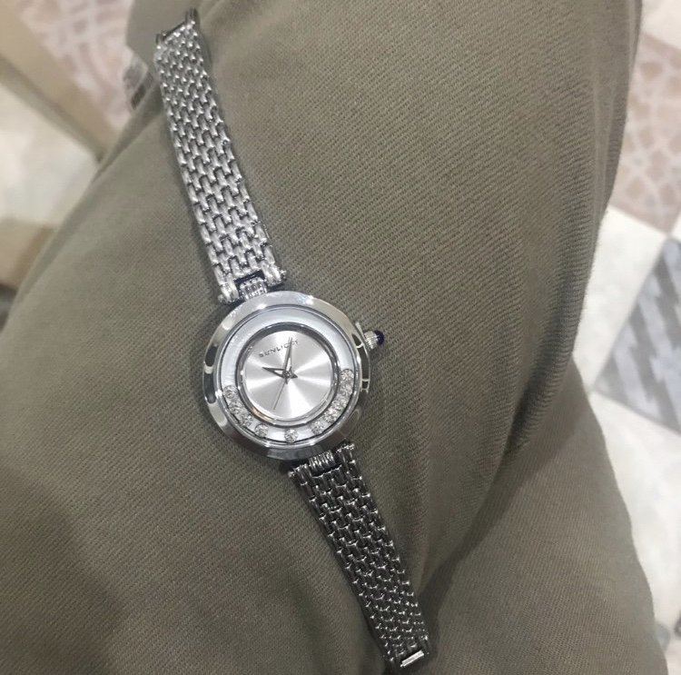 Замечательные часы, как и обслуживание!