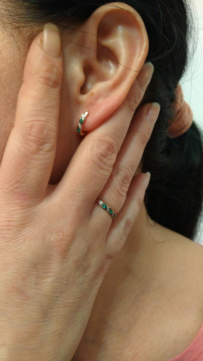 Кольцо с бриллиантами и изумруд ами.