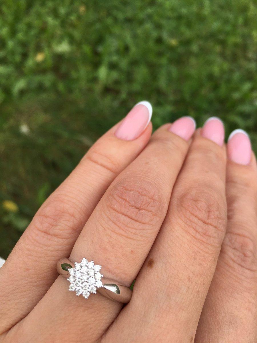 Потрясающее кольцо из белого золота с бриллиантами💖💍