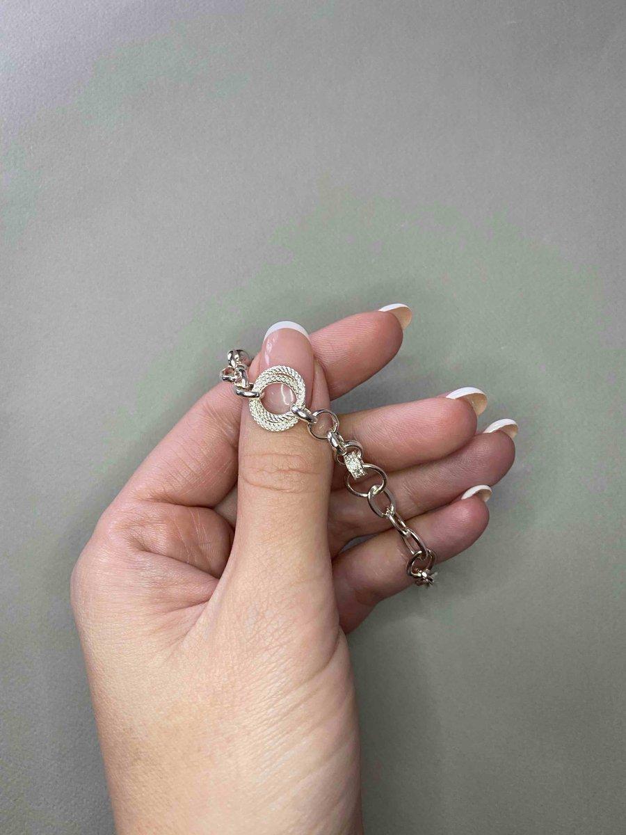 Стильный браслет.