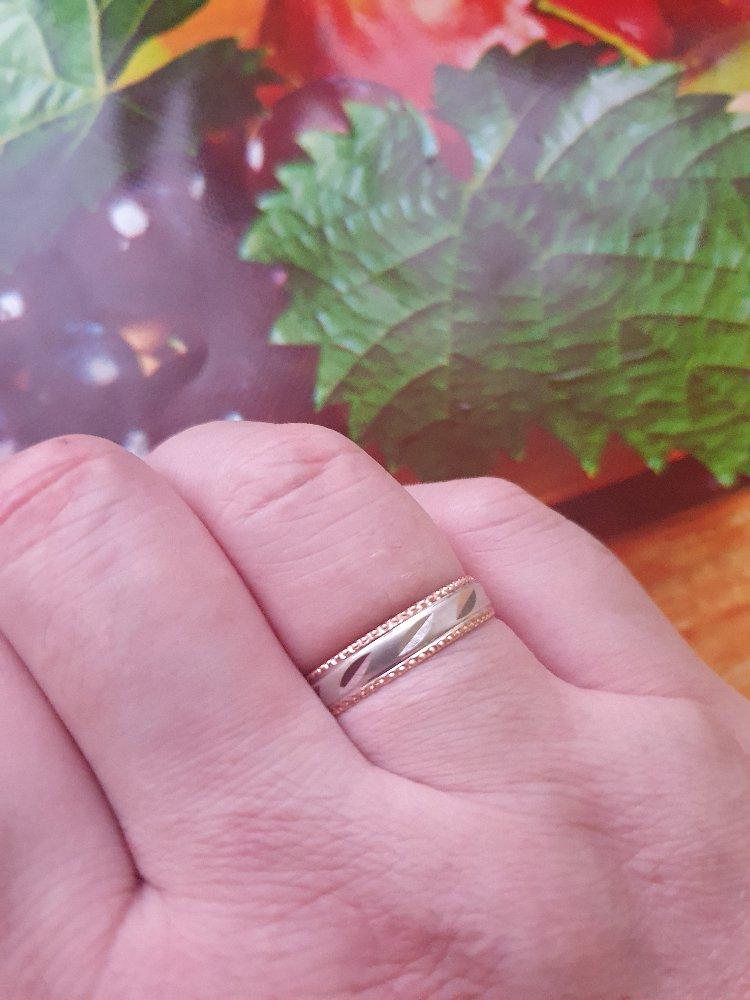Обручальное кольцо. красивое