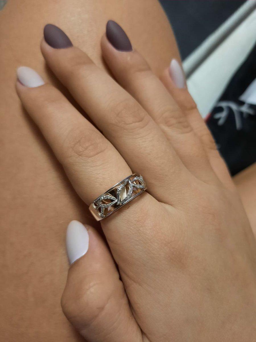 Очень красивое кольцо..... вопреки небольшой цене, кольцо выглядит шикарно.