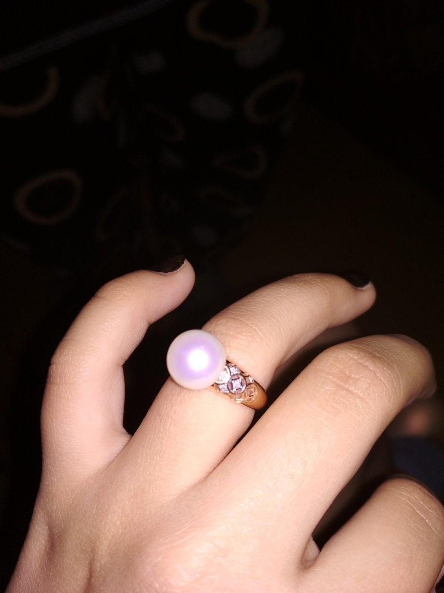 Кольцо золотое с жемчугом и бриллиантами очень красивое