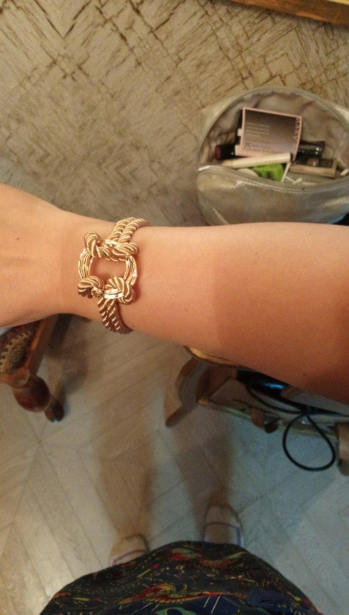 Необычный дизайн браслета. очень лёгкий, удобный. на руке смотрится отличн.