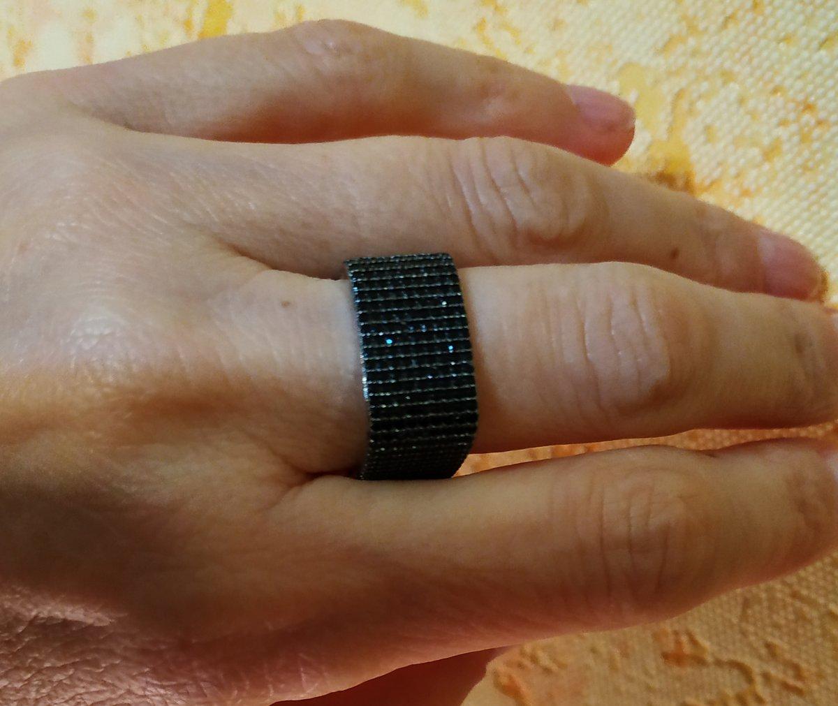 Кольцо с фианитом прямоугольное.
