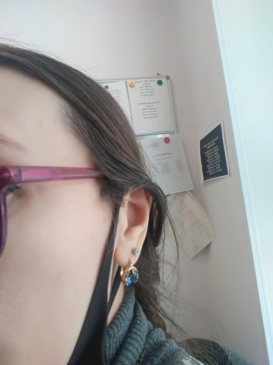 Очень красивые аккуратные серьги. подходят на любую форму лица и уха. супер