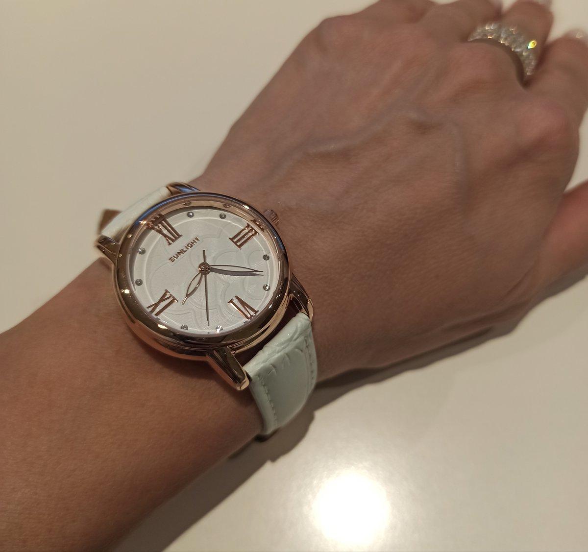 Обожаю белый цвет, поэтому у меня обязательно должны быть подобные часики).