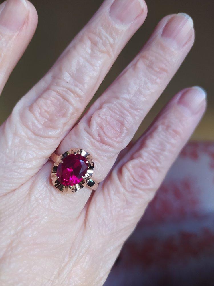Рубин- камень воли,силы,любви,добра,душевного тепла.