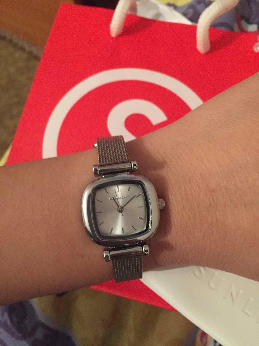 Часы очень порнавилсь 😍 миниатюрные, красивые 🤤