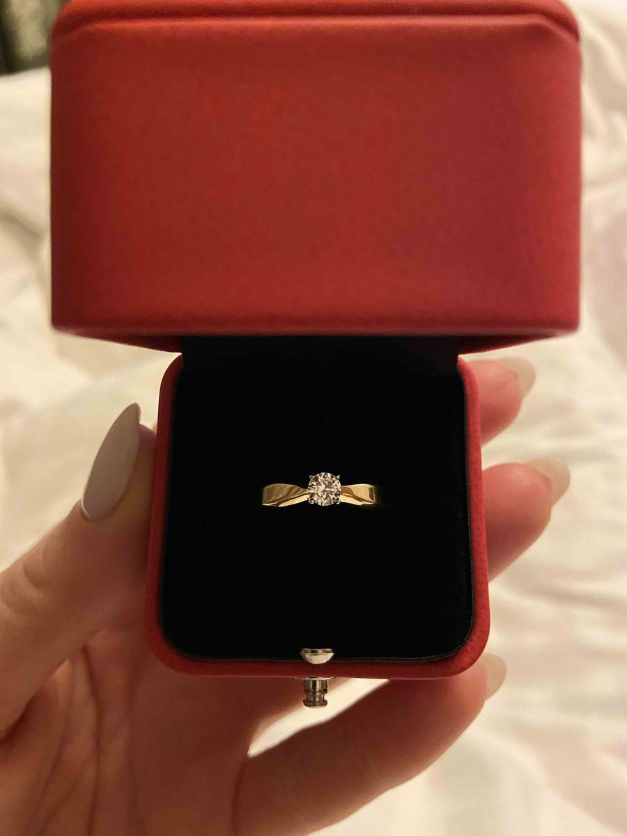 Кольцо из розового золота с фианитами