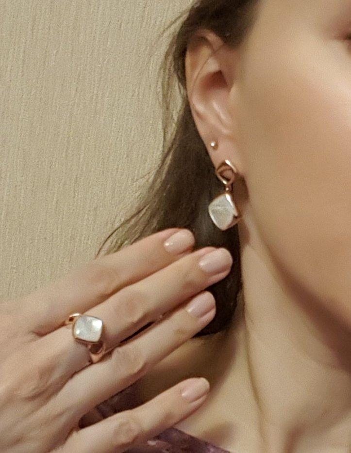 Серебряное позолоченное кольцо с перламутром