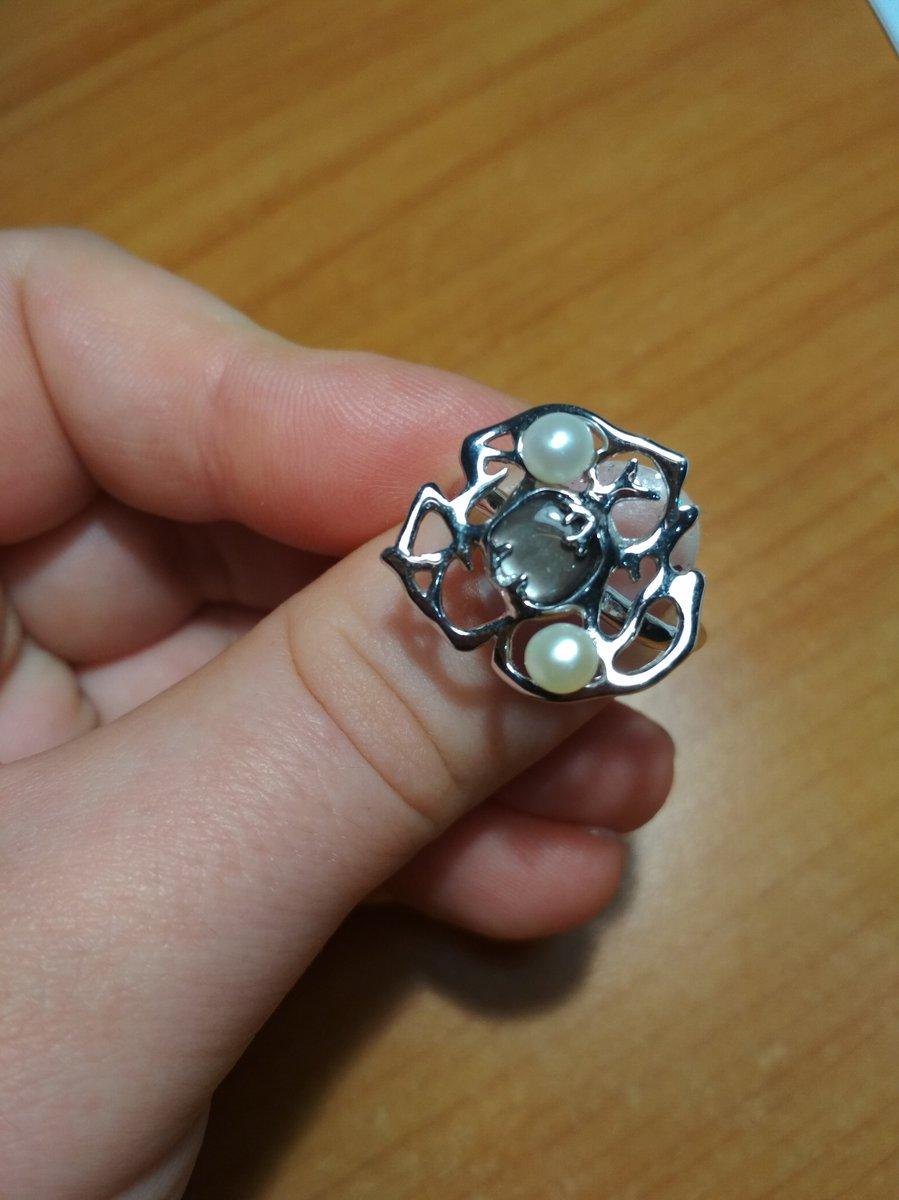 Прекрасное кольцо, очень изящное, нежное