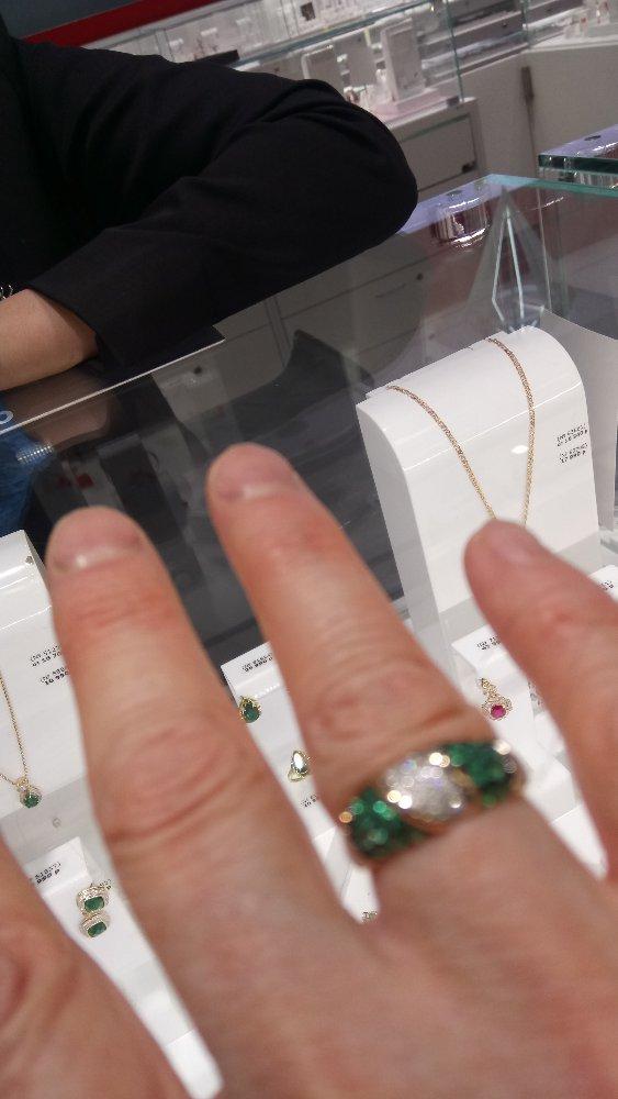 Шикарное золотое кольцо с изумрудами и бриллиантами