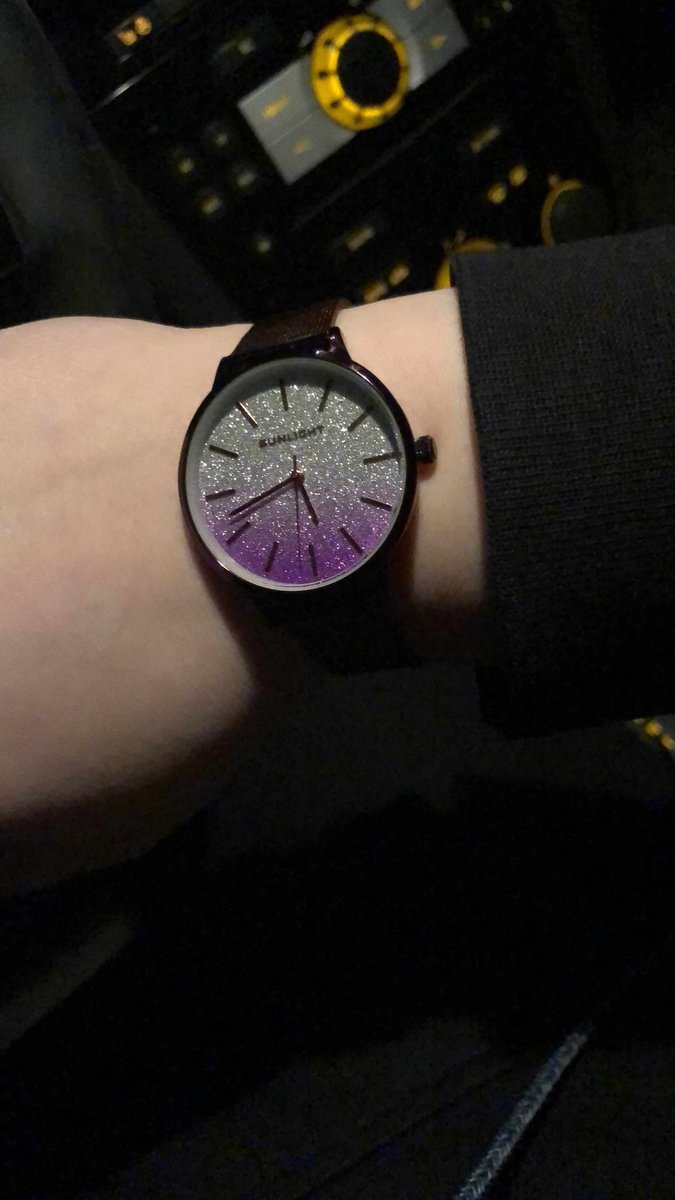 Заказала данные часы!