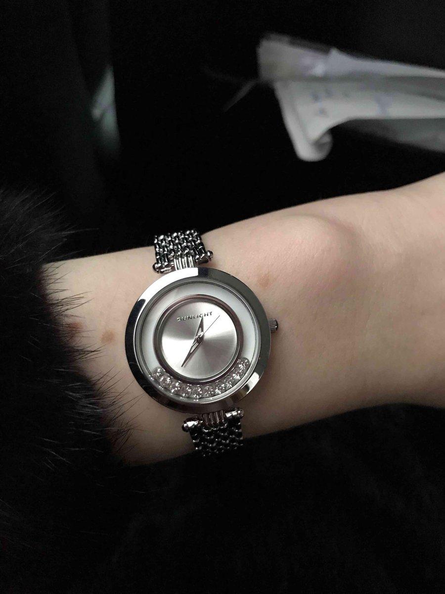 Очень милые, нежные часы.