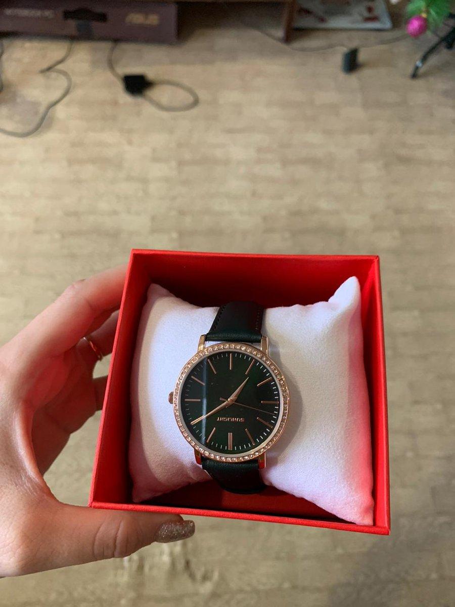 Очень красивые, изящные часы