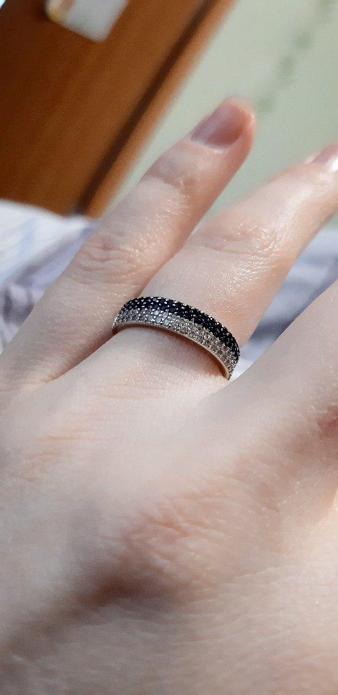 Кольцо дорожка с синими камнями и фианитом.
