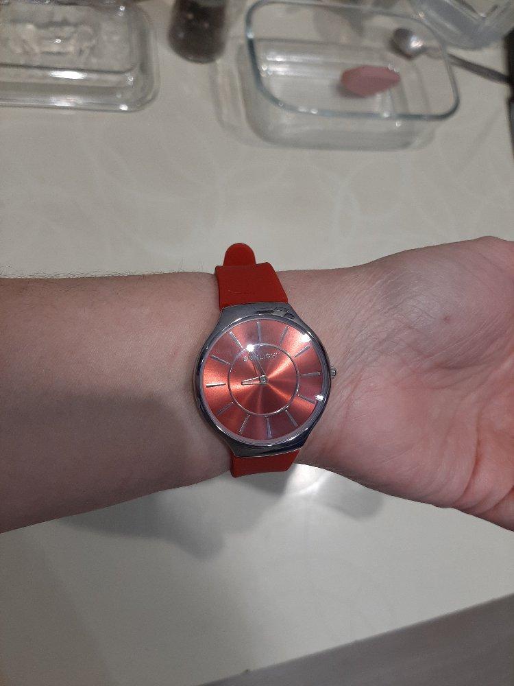 Очень понравились часы. стильные часики.