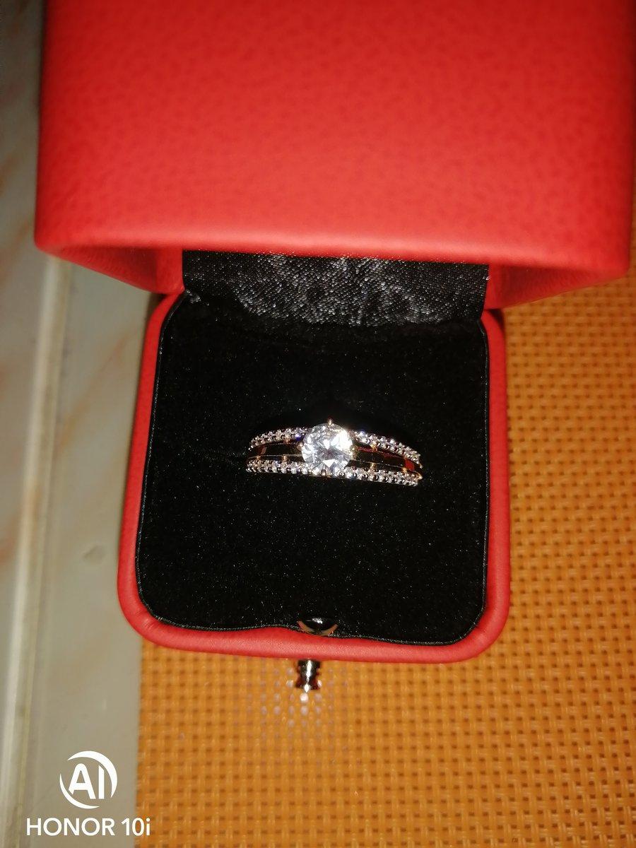 Шикарное кольцо 19 размер
