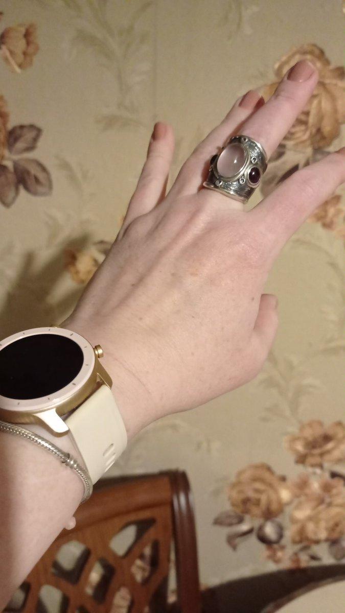 Увидела кольцо в салоне, но моего размера не было. заказала в приложении.