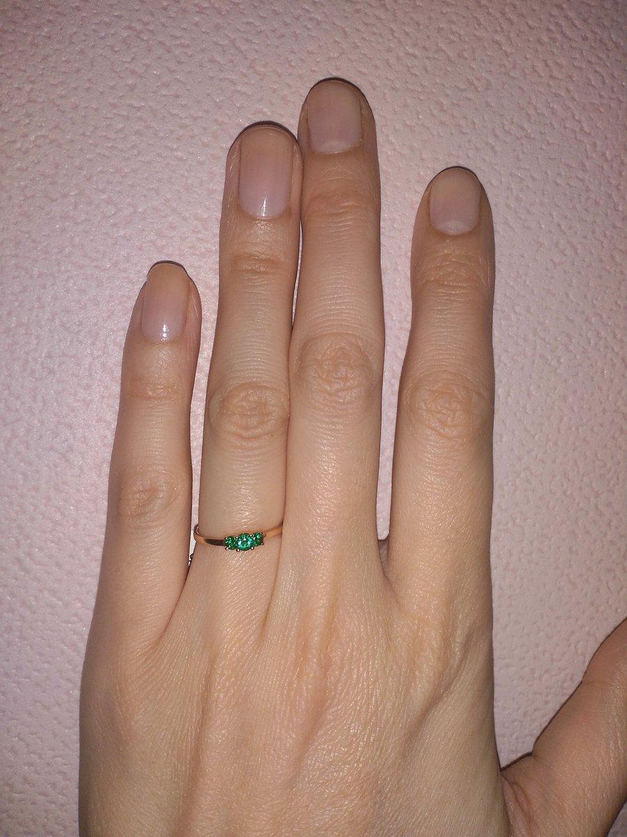 Очаровательное кольцо с изумрудом.