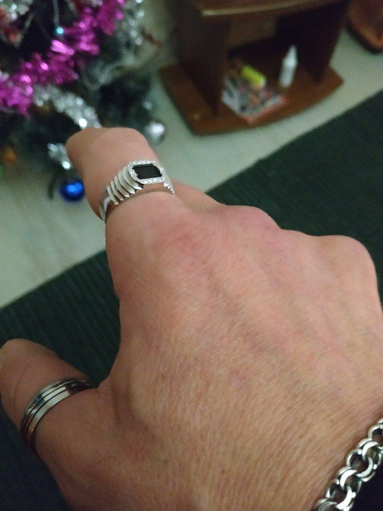 Серебряное кольцо с фионитами