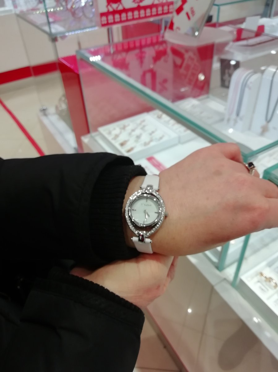 Купила часы себе, так как они просто великолепны.