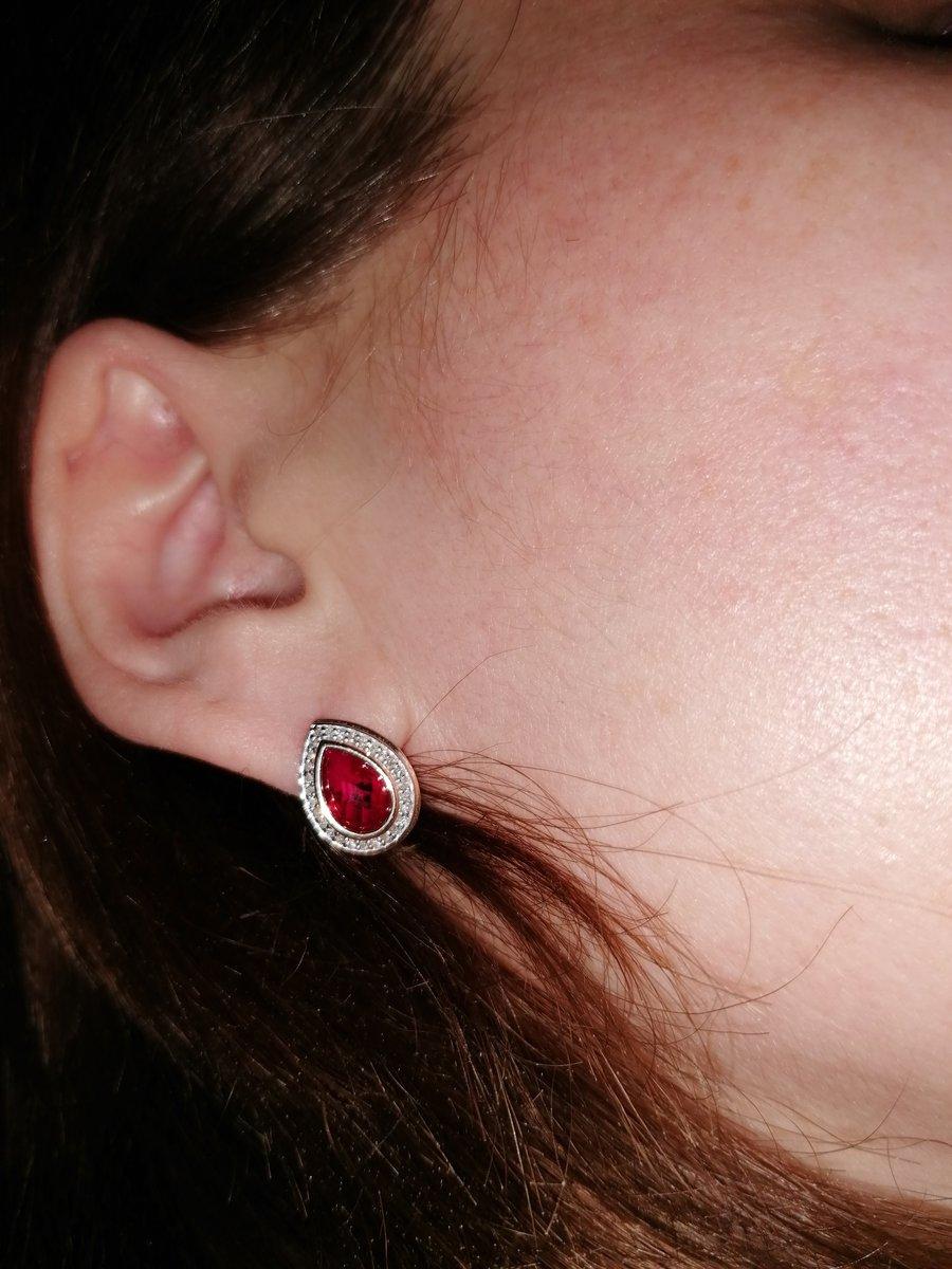 Серьги с рубином и бриллиантами.