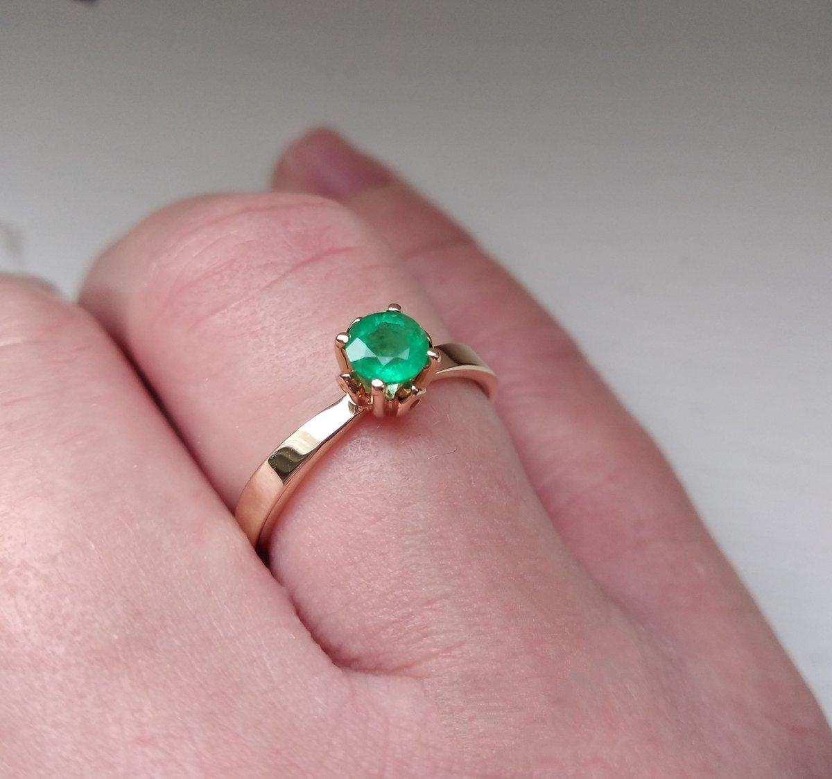 Мой любимый смарагд в классическом кольце и жёлтого золота 💚💛