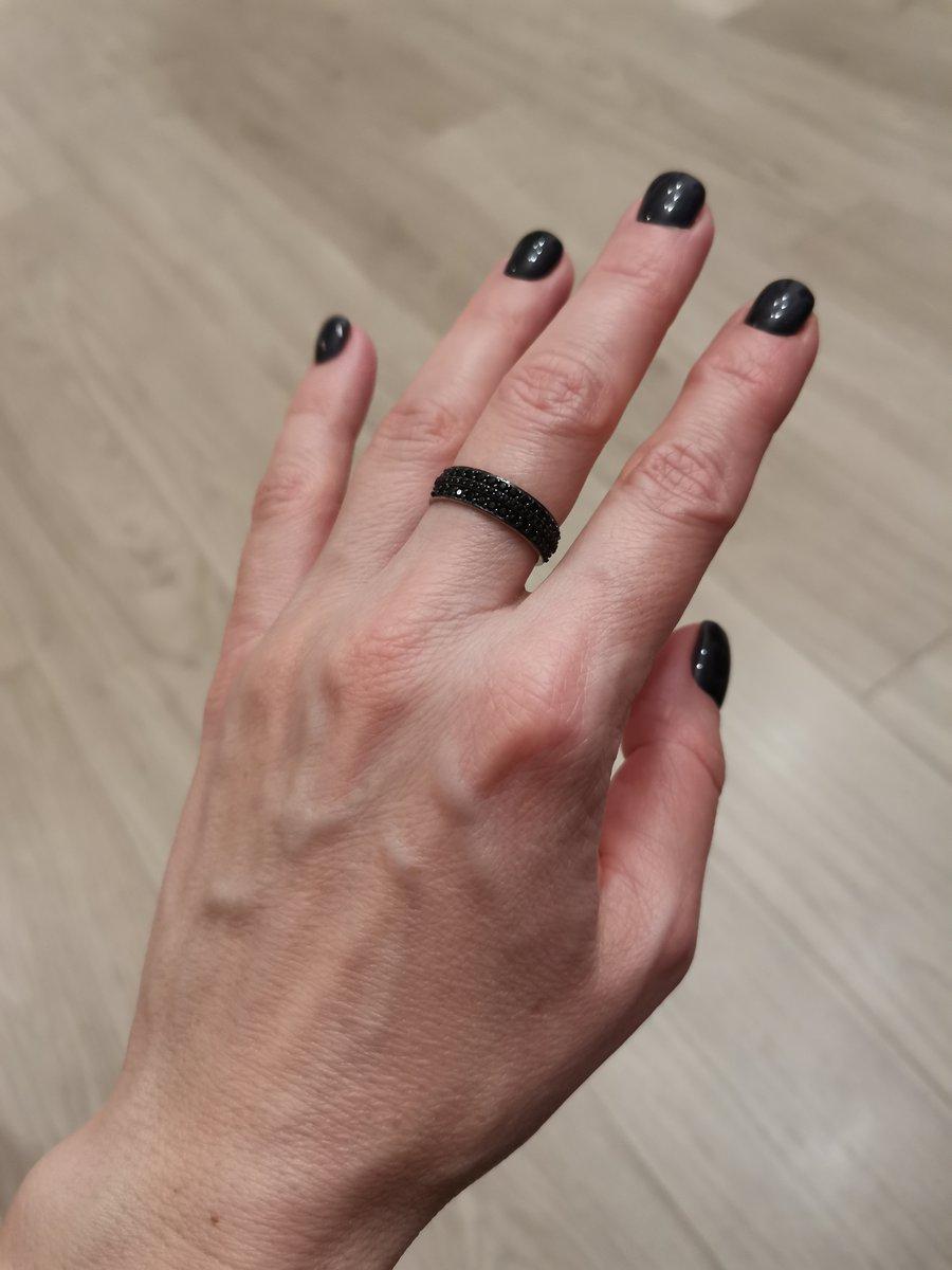 Стильное чёрное кольцо