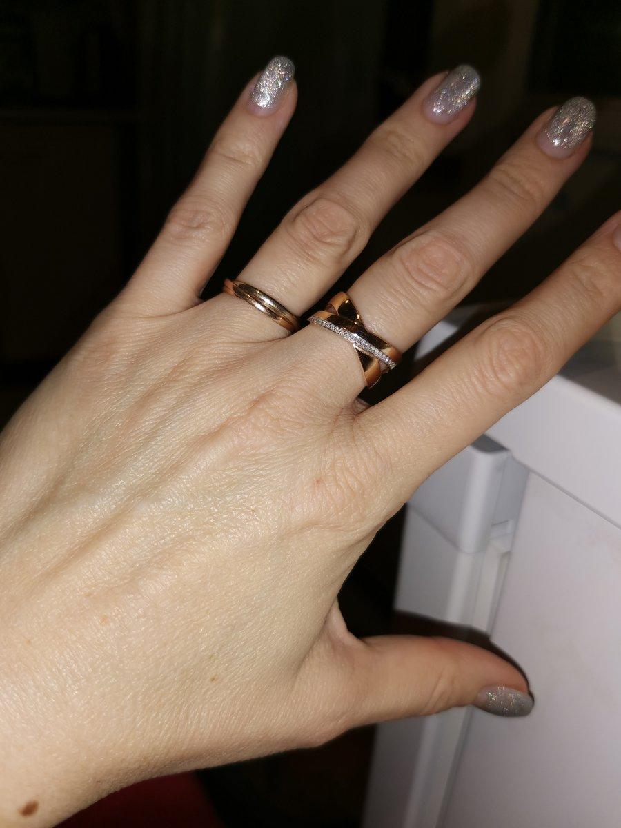 Шикарное кольцо, смотрится дорого, эффектно.