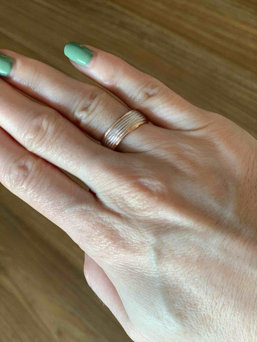 Это необычное обручальное кольцо