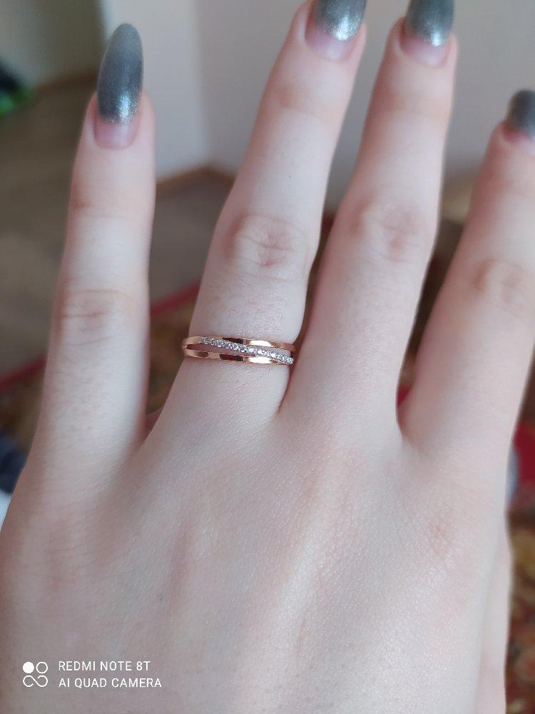 Красивое кольцо, на пальце смотрится идеально.