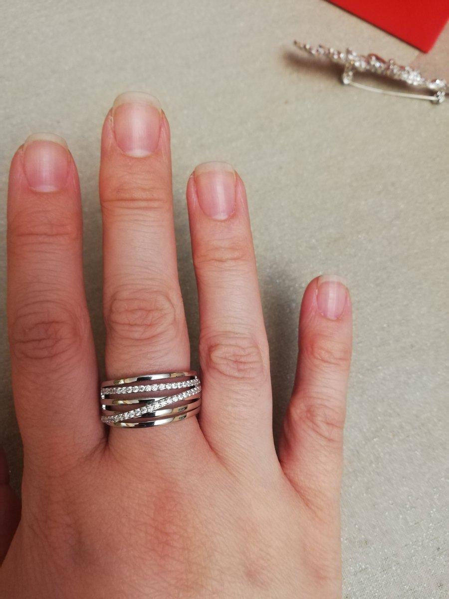 Красивое изящное серебряное кольцо