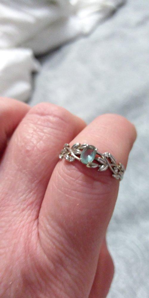 Кольцо красивое.