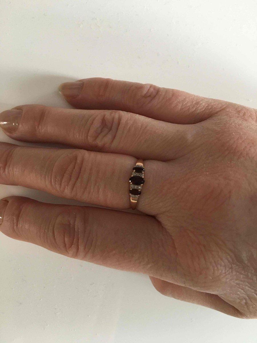 Нежное кольцо с гранатами и бриллиантами