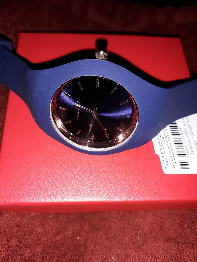 Часы кварцевые, синие.
