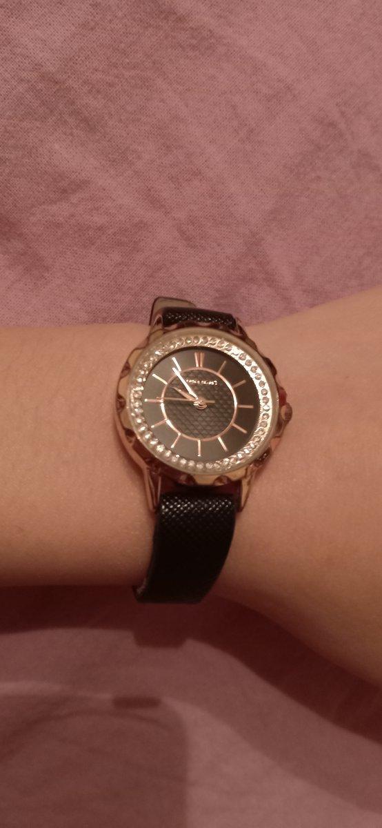 Красивые компактные женские часы
