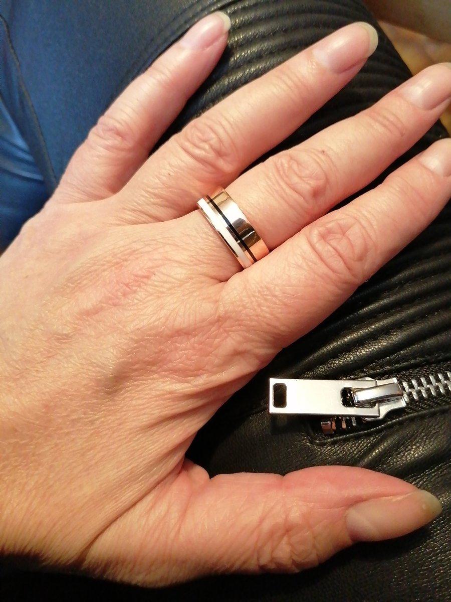 Красивое лаконичное кольцо
