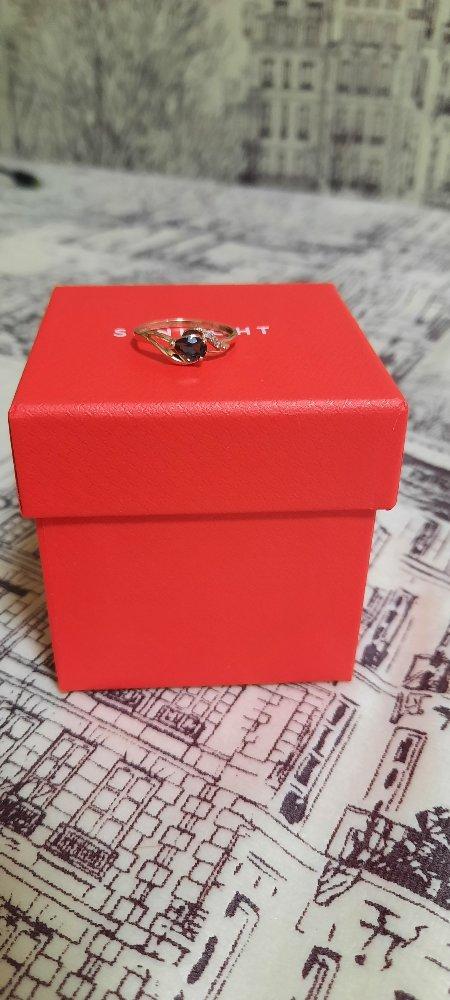 Кольцо с топазом и бриллиантом.