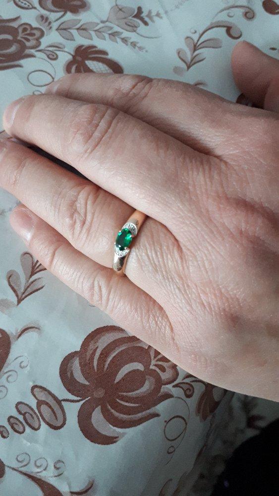 Покупали кольцо для мамы , ей очень понравилось.