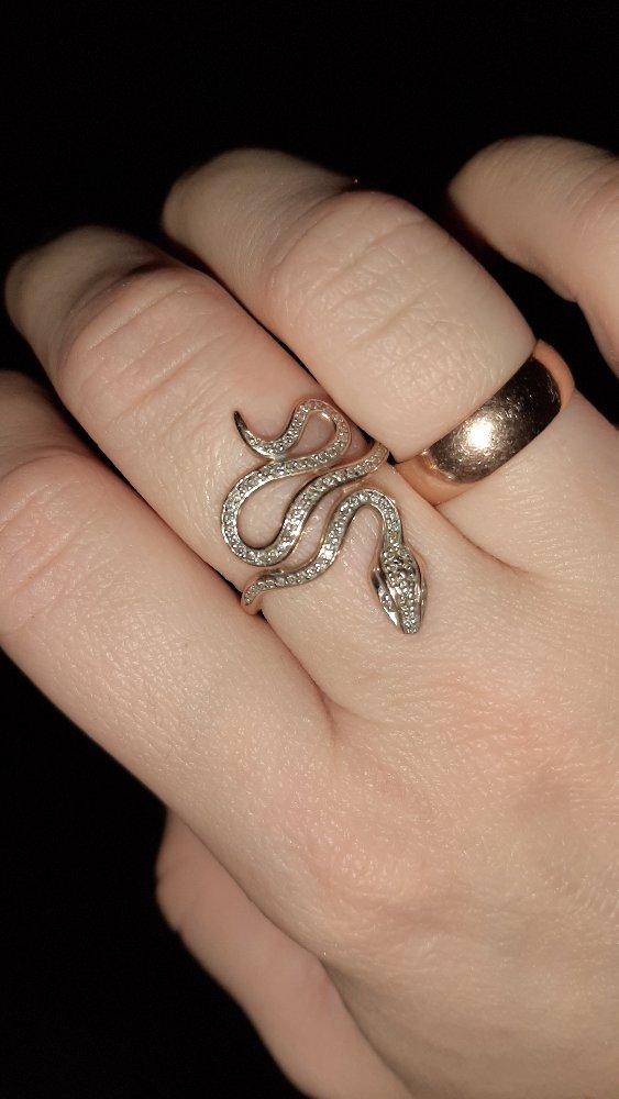 Моё первое кольцо с бриллиантами. чудесное