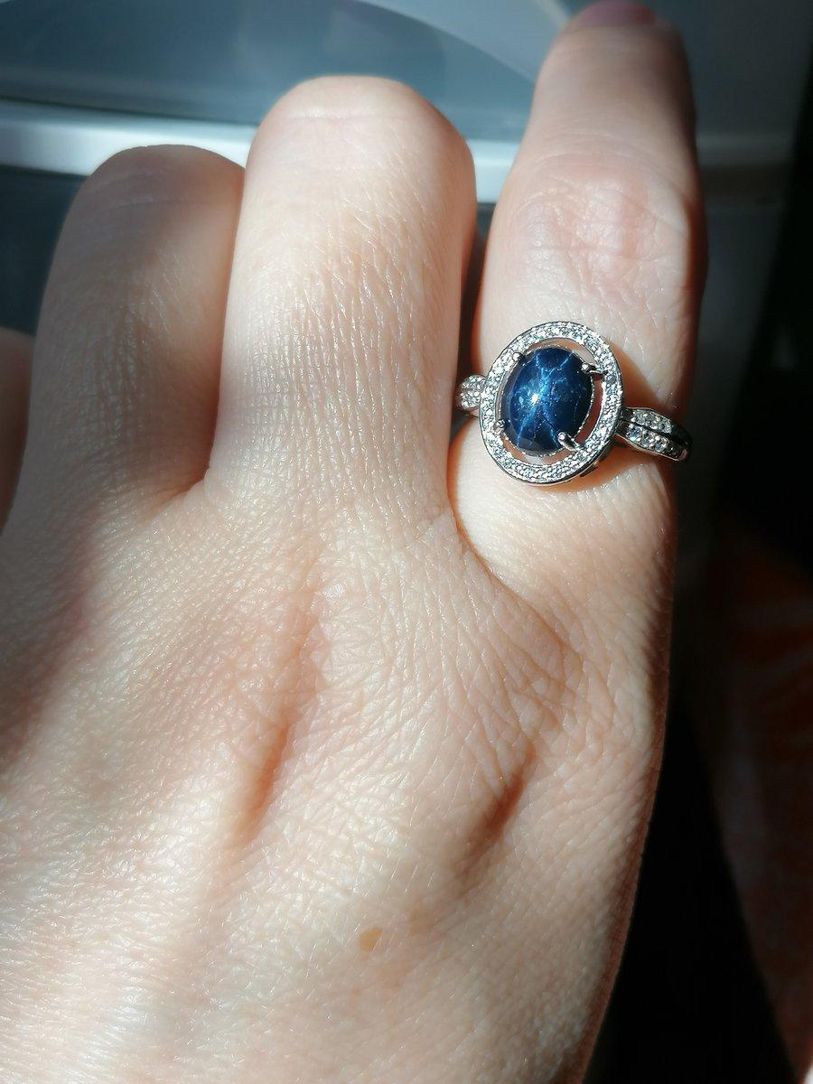 Серебряное кольцо со звезчатым сапфиром и фианитами
