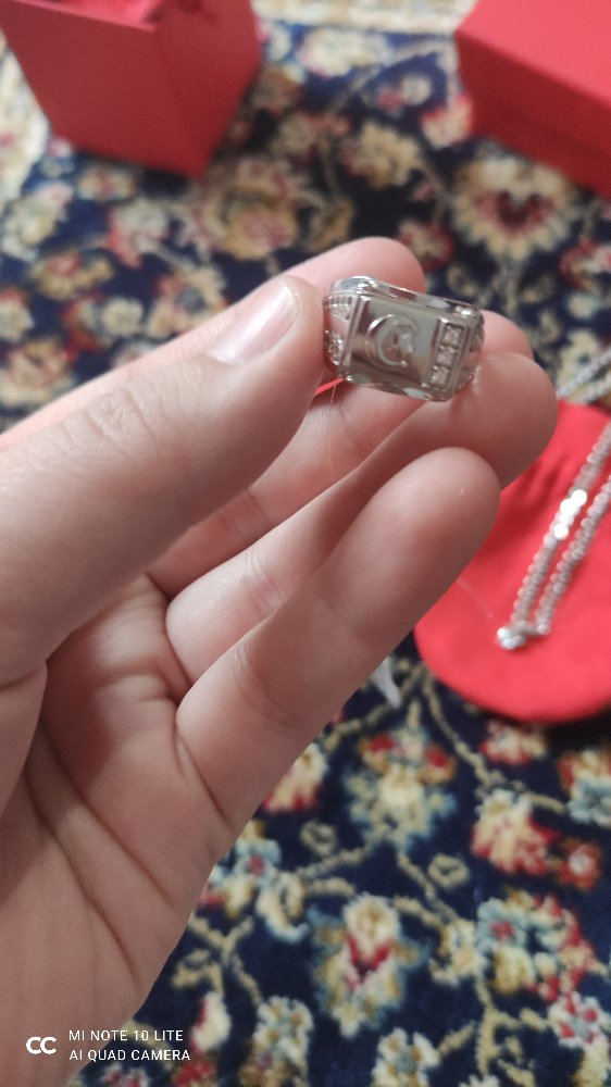 Серебряная кольцо с фианитами