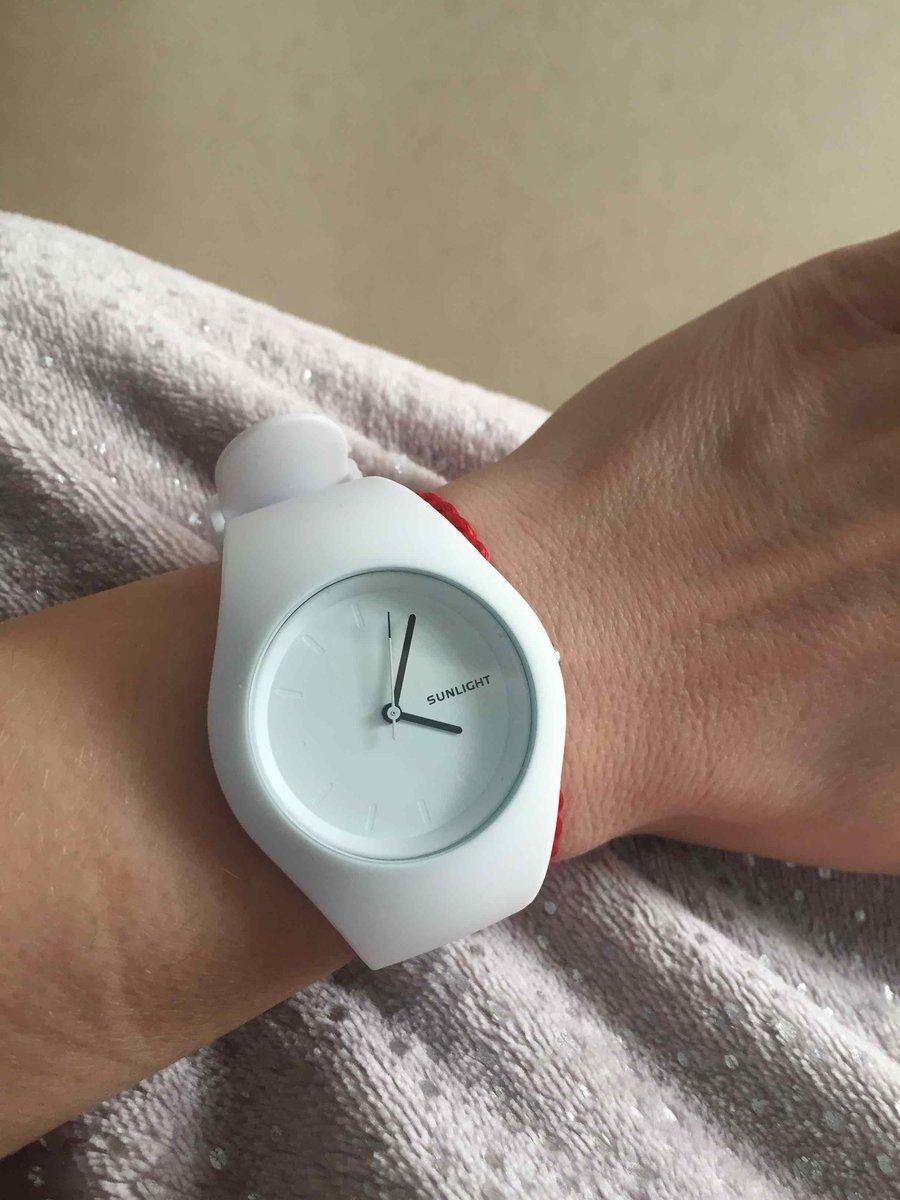 Часы белые наручные