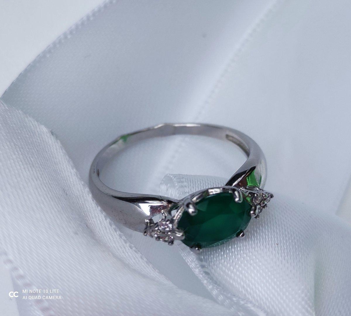 Кольцо серебряное с зелёным агатом.