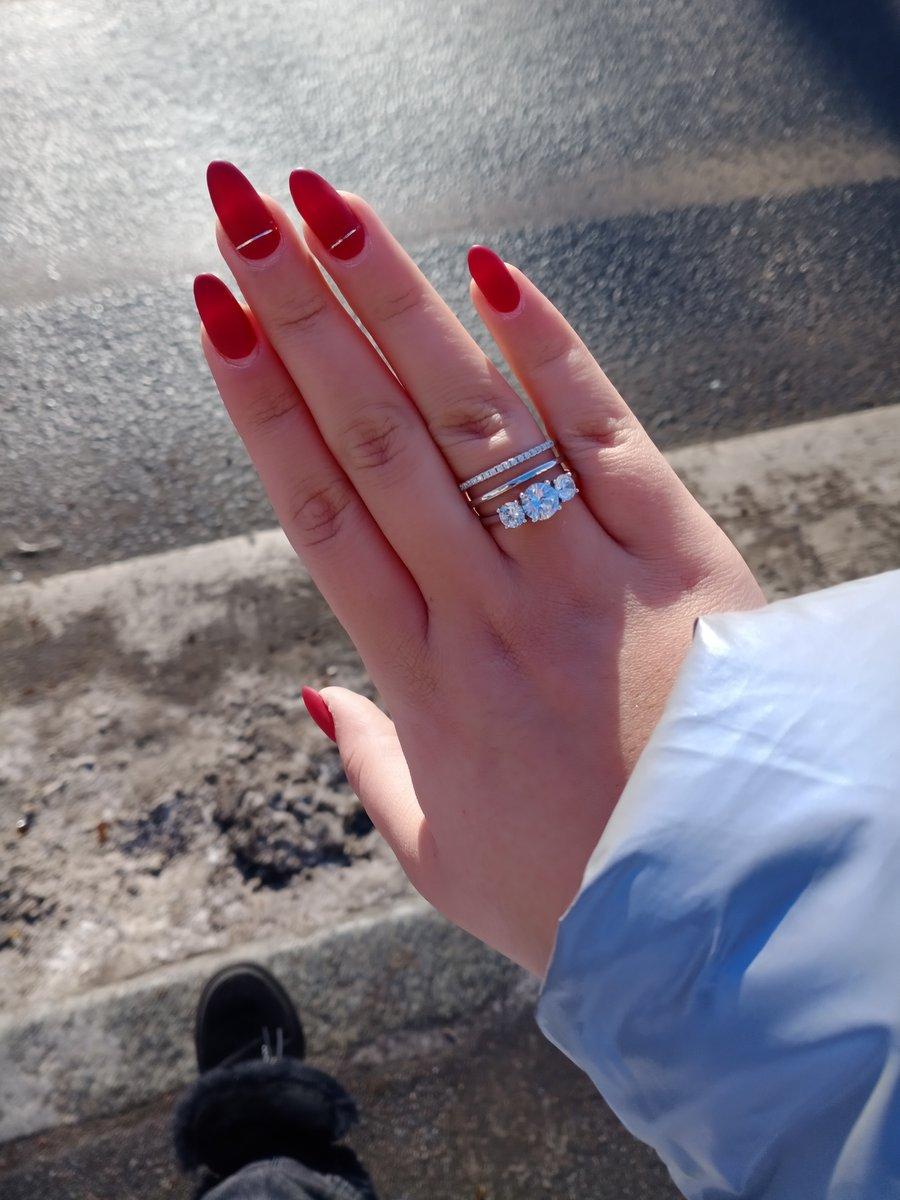 Серебряное кольцо с фианитаии