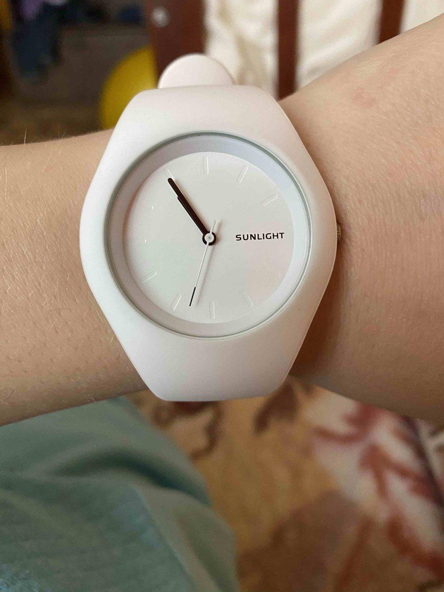 Часы белые